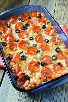 Try this delicious Weight Watchers friendly Pepperoni Pizza Casserole. It's only… Try this delicious Weight Watchers friendly Pepperoni Pizza Casserole. It's only 7 Freestyle SmartPoints per serving. A great comfort food to feed the whole family! Weight Watchers Pizza, Weight Watchers Casserole, Plats Weight Watchers, Weight Watcher Dinners, Weight Watchers Lunches, Weight Watchers Chicken, Weight Watchers Enchiladas, Weight Watchers Success, Weight Watchers Cheesecake