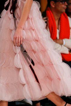 5ab2018e95b7 Oscar de la Renta Fall 2018 Ready-to-Wear Collection - Vogue Alta Moda