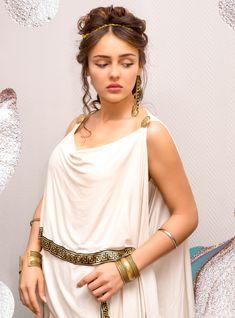 31 Greek Mythology-Inspired Costumes To Channel Your Inner GoddessYou can find Greek goddess costume and more on our Greek Mythology-Inspired. Greece Goddess, Greek Goddess Dress, Greek Dress, Greek Goddess Costume, Greek Goddess Makeup, Vintage Clip, Mode Vintage, Costume Meduse, Greek Makeup