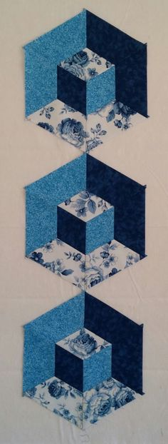 Welcome to A Hexagon - Easy Y Seams Table Runner Project Part 3 of 3 By Paco Rich It is important that you read through eve. Tumbling Blocks Quilt, Quilt Blocks, Quilt Block Patterns, Pattern Blocks, Diamond Template, Block Table, 3d Quilts, Tablerunners, Diy And Crafts