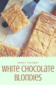 The best White Chocolate Blondies; soft, rich, fudgy, and ridiculously white-chocolatey blondies with a gorgeous flaky top and melting white chocolate chips! Best White Chocolate, White Chocolate Blondies, Melting White Chocolate, Chocolate Blanco, White Chocolate Chips, Chocolate Brownies, Fudge Brownies, White Chocolate Desserts, Blonde Brownies