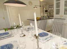 Kjellbergska Gården I Ett Härligt Kök För Hela Familjen. De Som Ligger  Bakom Köket är