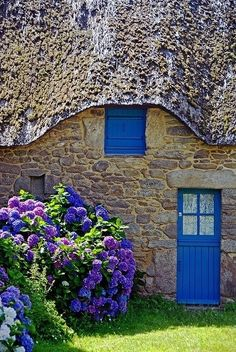 Hydrangea at blue door. St-Lyphard, Pays de la Loire, France - So Romantic with the blue door & window and blue hydrangeas. Cute Cottage, Cottage Style, Cottage Door, French Cottage, Rustic Cottage, Garden Cottage, The Doors, Windows And Doors, Cottages Anglais
