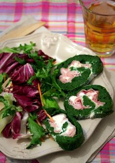 Rotolo di braccio di ferro Ely, Caprese Salad, Fresh Rolls, Ethnic Recipes, Food, Lighting, Iron, Light Fixtures, Eten