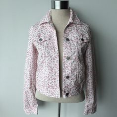 United Colors of Benetton floral Spring jacket United Colors Of Benetton white and pink floral jacket Pre-owned- great condition, no holes or stains. Denim style lightweight Spring jacket. Made of 97% cotton/3% elastane.  Size Medium. Measurements:  Underarm to underarm flat across is approximately 17 1/2 inches. Back of neck to bottom of hem is approximately 19 inches. United Colors Of Benetton Jackets & Coats Jean Jackets