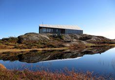 El estudio de Oslo Snøhetta ha diseñado para la compañía fabricante de cabañas Rindalshytter, una casa inspirada en elgapahuk, un tipo de refugio improvisado, compuesto por dos o tres paredes y un techo, que se construye en Noruega para...