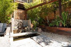 jardin original avec treillage en bois, un parois magnifique