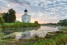 Боголюбовский луг и Церковь Покрова на Нерли
