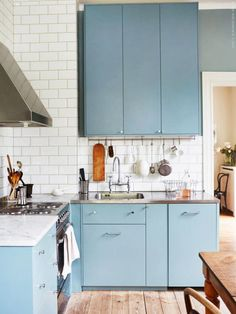 Kitchen Remodeling: Choosing a New Kitchen Sink - Kitchen Remodel Ideas Kitchen Interior, New Kitchen, Kitchen Dining, Kitchen Decor, Kitchen Cabinets, Kitchen Sinks, Blue Cabinets, Kitchen Ideas, Turquoise Cabinets