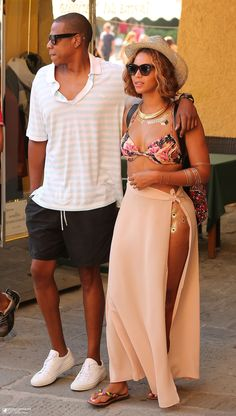 d55e6067e Beyonce Wears a Bikini Top for Romantic Italy Trip with Jay Z!  Photo  Beyonce shows off her amazing figure in a bikini top and skirt with a slit  on Saturday ...