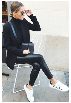 Leather Trousers Outfit, Skinny Leather Pants, Faux Leather Pants, Outfits With Leather Pants, Leather Jackets, Black Trousers Outfit Casual, Black Turtleneck Outfit Winter, Black Blazer Outfit Casual, Leather Skirt