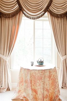 Celuce. Pearl Dahlia Swags and Tails Curtain Set