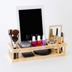Get this beauty organizer + docking station in the B+C Shop ASAP!
