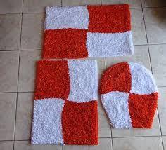 Resultado de imagem para jogo de banheiro em tecido com aplicação Fru Fru, Carpet, Lily, Rugs, Home Decor, Google, Homemade Rugs, Scrappy Quilts, Fabric Rug