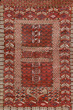 TRIBAL ERSARI CARPET - TURKMAN          Early 20th century  Approx 5ft 2in x 3ft 8in (158.4 x 115.8 cms)