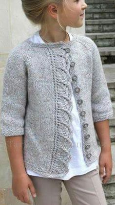 This Pin was discovered by Meral Açık. Discover (and save!) your own Pins on P… - Cardigan stricken Kids Knitting Patterns, Knitting For Kids, Lace Knitting, Knit Crochet, Knitted Baby, Diy Crafts Knitting, Knit Cardigan Pattern, Girls Sweaters, Heather Brown