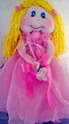 Bella muñequita de tela con vestido rasado..❤ Bella, Princess Peach, Fictional Characters, Dress, Fabric Dolls, The Creation, Fantasy Characters