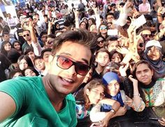 ASIM WITH HIS FANS