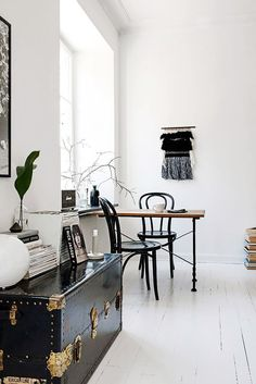 Discovered by Find images and videos about design, interior and compact swedish apartment on We Heart It - the app to get lost in what you love. Decoration Inspiration, Interior Inspiration, Exterior Design, Interior And Exterior, Sweet Home, Vintage Trunks, Vintage Chest, Piece A Vivre, Scandinavian Home