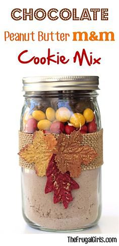 Make the best cookies with these mason jar cookie recipes perfect for fall holiday gifts or for easy-to-make treats you can serve with coffee or tea! Mason Jar Cookie Recipes - Chocolate Peanut Butter M&M Cookie Mix Mason Jar Cookie Recipes, Mason Jar Cookies, Jar Recipes, Cookie Mix In A Jar Recipe, Freezer Recipes, Freezer Cooking, Drink Recipes, Recipe Ideas, Calla Lilies