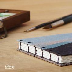 Sketchbook in coptic binding. 300gr watercolor paper /  Cuaderno de acuarelas con costura copta. Papel 300gr.