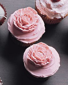 Pink Piped Rose Holiday Cupcakes