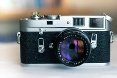 Close up shot of an old film camera - understanding aperture for beginners Aperture Photography, Photography Basics, School Photography, Vintage Photography, Photography Camera, Photography Ideas, Reflex Camera, Camera Gear, Film Camera
