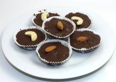 Orechové šuhajdy No Bake Desserts, Fudge, Muffin, Food And Drink, Breakfast, Cacao, Morning Coffee, Recipes, Muffins