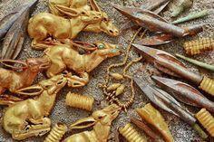 Золотые украшения из сакского кургана в Тарбагатае - ранний железный век (VIII-VII вв. до н.э.).