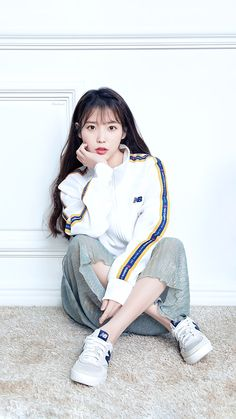 IU eyes a new Hong sister project for her comeback Korean Actresses, Korean Actors, Iu Fashion, Korean Fashion, Kpop Girls, Kpop Girl Groups, Korean Girl, Asian Girl, Pose Reference Photo