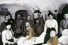 Te presentamos a la familia Romanov en estas curiosas y familiares imágenes, muchas de las cuales fueron tomadas por el propio cabeza de familia: el última zar de Rusia, Nicolás II. El zar era aficion...