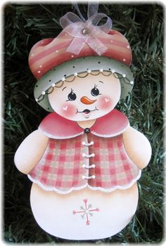 Snowgirl and Ginger Ornaments Painting by GingerbreadCuties Christmas Yard Art, Christmas Wood, Christmas Pictures, Christmas Snowman, Christmas Projects, Holiday Crafts, Christmas Decorations, Christmas Ornaments, Pinterest Pinturas