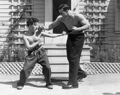 Charlie Chaplin and Italian Boxer Primo Carnera, 1930s.pic.twitter.com/hOrFvYrpvV