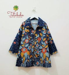 atasan Batik Blazer, Blouse Batik, Batik Dress, Ghanaian Fashion, African Fashion, Blouse Styles, Blouse Designs, Mode Batik, Model Kebaya