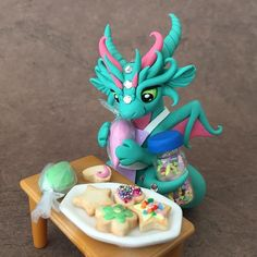 Cookie Decorating Dragon Sculpture by Dragons and Beasties Polymer Clay Dragon, Cute Polymer Clay, Cute Clay, Polymer Clay Creations, Polymer Clay Crafts, Diy Clay, Crea Fimo, Clay Art Projects, Dragon Artwork