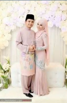 Couple in dusty pink. Lovely!