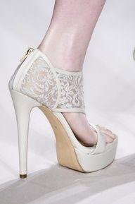 more ideas from http://anjinhadamoda-iana.blogspot.hk/2013/05/unhas-e-sapatos-das-noivas-tambem-tem.html