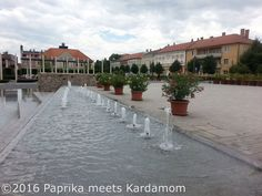 Ungarn 2016: Ausflug nach Keszthely an den Balaton | Paprika meets Kardamom Sidewalk, Hungary, Road Trip Destinations, Cottage House, Red Peppers, Landscape, Walkway, Walkways