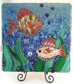This colorful under water themed concrete stepping stone is adorned with hand cut glass tiles, glass beads, and glass starfish. The main Mosaic Diy, Mosaic Garden, Mosaic Crafts, Mosaic Projects, Mosaic Glass, Mosaic Tiles, Glass Tiles, Stained Glass, Concrete Stepping Stones