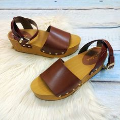Sandal style Sam Edelman brown sandals size 9 $22 .  .  Friday and Saturday from 12-7pm join us for No Housework Day! Ditch your chores and join us for a day of raffles 30% off clearance (Spring Clean & Sell to Us for STORE CREDIT - get PAID to shop!) food and fashion!  .  .  Gotta have it? We do phone orders! Call: 610-455-1500 or  Shop: 1369 Wilmington Pike Hours: Mon- Sat: 10-8 Sun: 12-6  We ship and deliver free to our sister stores: Springfield & East Norriton. We Ship to Your Home…