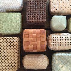 Bamboo Weaving, Weaving Art, Basket Weaving, Bamboo Box, Bamboo Basket, Bamboo Crafts, Food Packaging Design, Soap Packaging, Weaving Techniques