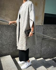 Meg from McCall Pattern Company wearing her version of Vogue Patterns kimono. Modified to add length. Mode Abaya, Mode Hijab, Vogue Patterns, Coat Patterns, Abaya Fashion, Fashion Dresses, Japan Fashion, Girl Fashion, Formal Casual