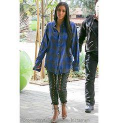 Celebrity Style   海外セレブ最新ファッション情報 : 【キム・カーダシアン】最近はチェックシャツがお気に入り!青チェックシャツにレースアップパンツを合わせ...