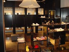 fashion-shop-interior-shoes-retail.jpg (700×525)