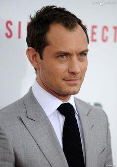 Jude Law toujours aussi classe pour la première du film Side Effects au AMC Lincoln de New York, le 31 janvier 2013.