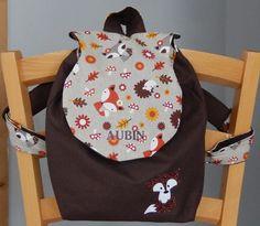 Sur commande Contact : toutperso@gmail.com  Sac à dos en tissu épais marron et tissu à motifs animaux de la forêt entièrement doublé coton et customisé avec un petit rena - 17440679