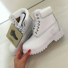 All white timberlands Cute Shoes, Me Too Shoes, Trendy Shoes, Heeled Boots, Shoe Boots, Shoes Sneakers, Shoes Heels, Mode Blog, Dream Shoes