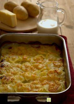 patate alla savoiarda gp Polenta, My Favorite Food, Favorite Recipes, Veggie Recipes, Healthy Recipes, Cooking Tips, Cooking Recipes, Good Food, Yummy Food