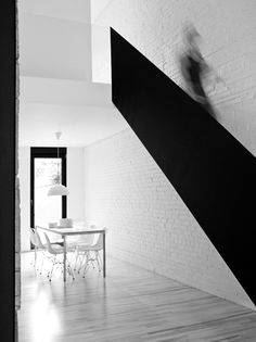 Maison Drolet 2 by La Shed Architecture Black Staircase, Interior Staircase, Contemporary Apartment, Contemporary Interior Design, La Shed Architecture, Colour Architecture, White Brick Walls, White Wood, Black White