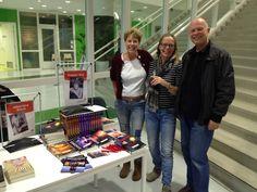 Auteur Pepper Kay samen met o.a. auteur Yvonne Esser tijdens succesvolle Regionale Schrijversmarkt in Bibliotheek Maarssenbroek. #pepperkay #doodvonnis #vuurstorm #slangenkuil #idcrisis #drakenbloed #futurouitgevers #yvonneesser